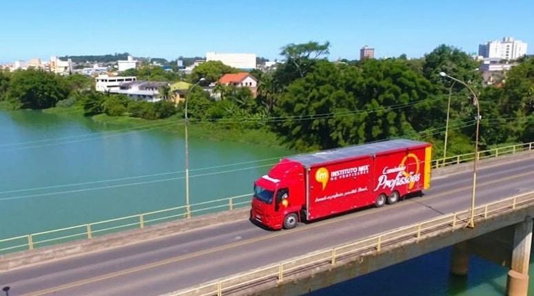 Caminhão das Profissões inicia sua jornada pelo Brasil