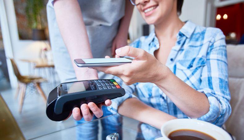 Bancos digitais atraem jovens e adultos