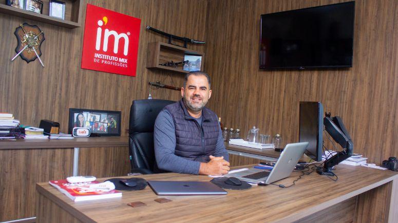Alex Cavalheiro e a história de sucesso do CEO do Instituto Mix de Profissões